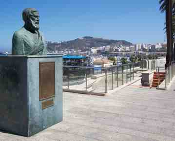 Busto en bronce del geó grafo Estrabón en Ceuta.
